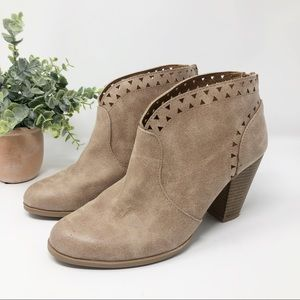 Qupid Cut Out Ankle Booties sz 8